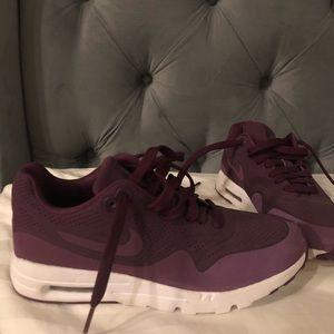 Nike plum air max